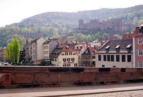 ハイデルベルク城を望む