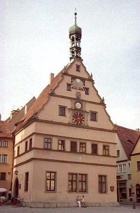 仕掛け時計のある建物