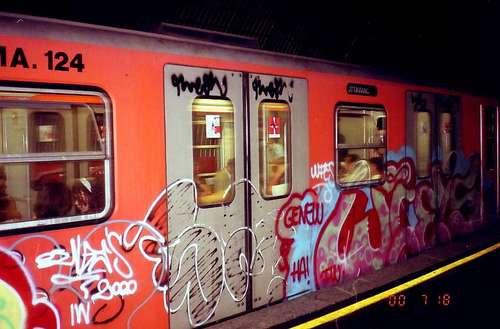 落書きだらけの地下鉄