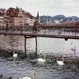 旧市庁舎前に懸かる橋