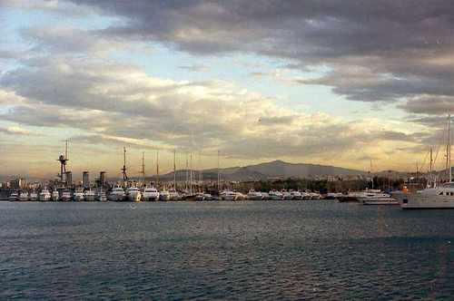 ピレウス港の朝明け